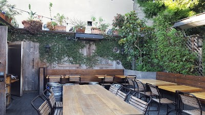 The Tipsy Pig Parking - Find Cheap Street Parking or Parking Garage near The Tipsy Pig | SpotAngels