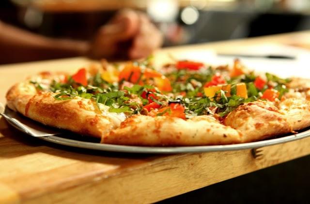Zeeks Pizza image