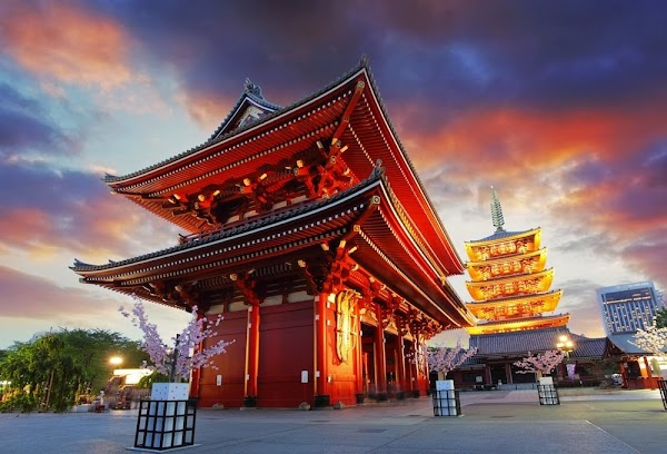 Popular tourist site Sensō-ji in Tokyo