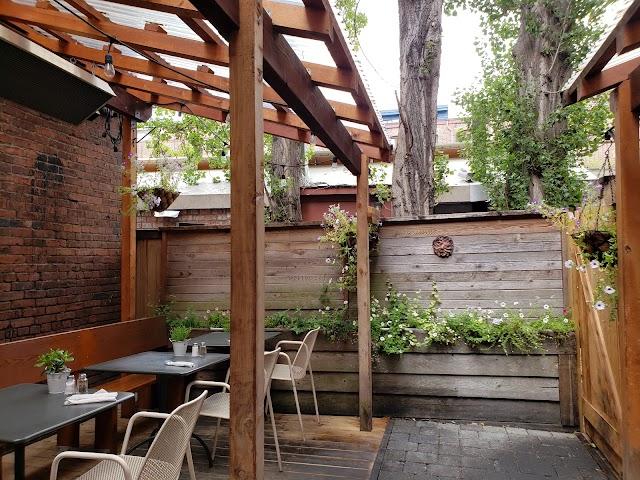 Ferris' Grill & Garden Patio