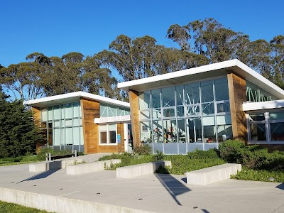 Crissy Field Center Parking - Find Cheap Street Parking or Parking Garage near Crissy Field Center | SpotAngels