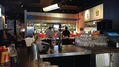 Bill's Bar & Burger Downtown Parking - Find Cheap Street Parking or Parking Garage near Bill's Bar & Burger Downtown | SpotAngels