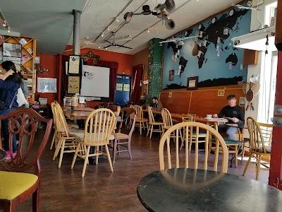 Gallery Cafe Parking - Find Cheap Street Parking or Parking Garage near Gallery Cafe | SpotAngels
