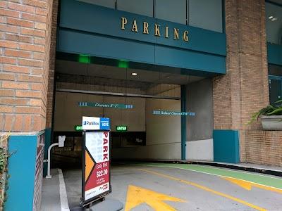 Hills Plaza Parking - Find Cheap Street Parking or Parking Garage near Hills Plaza | SpotAngels