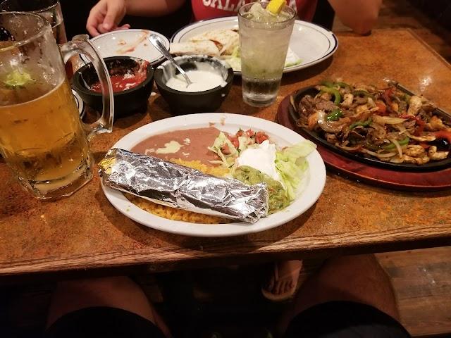 Tres Amigos   Méxican Grill & Cantina