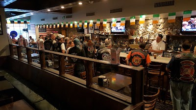 Blarney Stone Restaurant & Bar Parking - Find Cheap Street Parking or Parking Garage near Blarney Stone Restaurant & Bar | SpotAngels