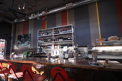 L'emigrante Wine Bar & Bistro Parking - Find Cheap Street Parking or Parking Garage near L'emigrante Wine Bar & Bistro | SpotAngels
