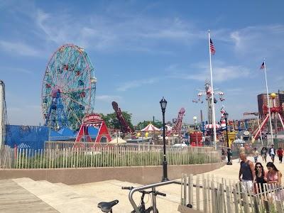 Coney Island Parking - Find Cheap Street Parking or Parking Garage near Coney Island | SpotAngels