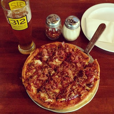 Grinders Pizzeria Parking - Find Cheap Street Parking or Parking Garage near Grinders Pizzeria | SpotAngels