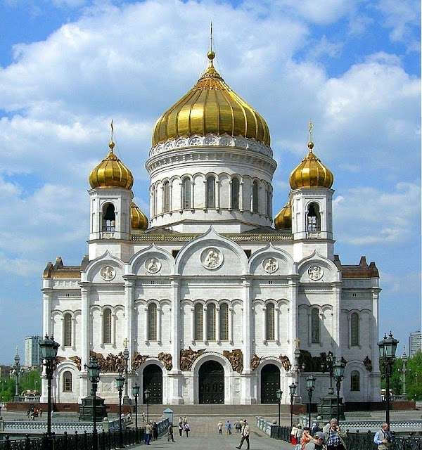 Popular tourist site Cathedral of Christ the Saviour in Moscow