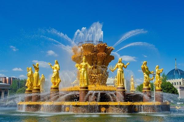 "Popular tourist site Fontan ""Druzhba Narodov"" in Moscow"