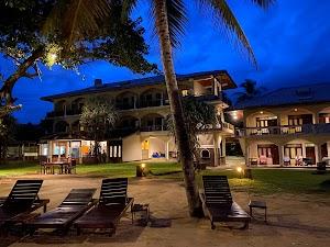 Sri Gemunu Beach Resort