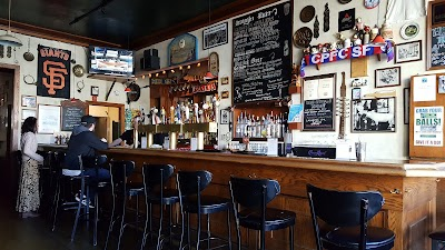The Pig & Whistle Parking - Find Cheap Street Parking or Parking Garage near The Pig & Whistle | SpotAngels