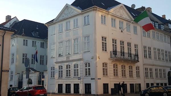 Popular tourist site Amalienborg in Copenhagen