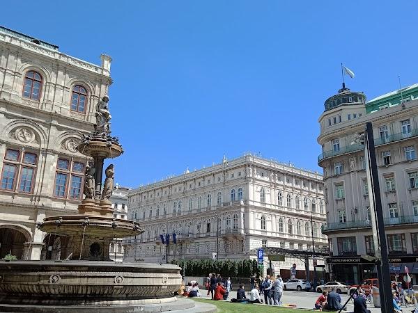 Popular tourist site Vienna State Opera in Vienna