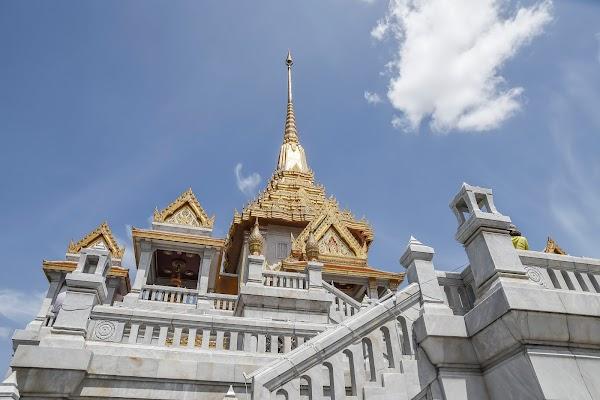 Popular tourist site Wat Traimit Withayaram Worawihan in Bangkok