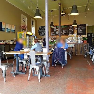 Maxfield's House Of Caffeine Parking - Find Cheap Street Parking or Parking Garage near Maxfield's House Of Caffeine | SpotAngels