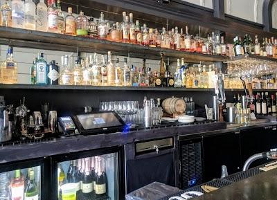 Heritage Restaurant & Bar Parking - Find Cheap Street Parking or Parking Garage near Heritage Restaurant & Bar | SpotAngels