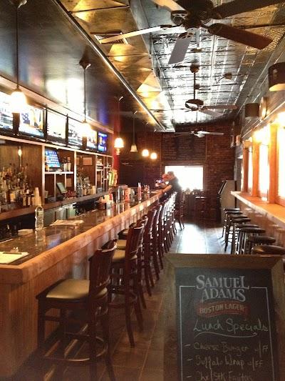 B.b.'s Pub And Grill Parking - Find Cheap Street Parking or Parking Garage near B.b.'s Pub And Grill | SpotAngels