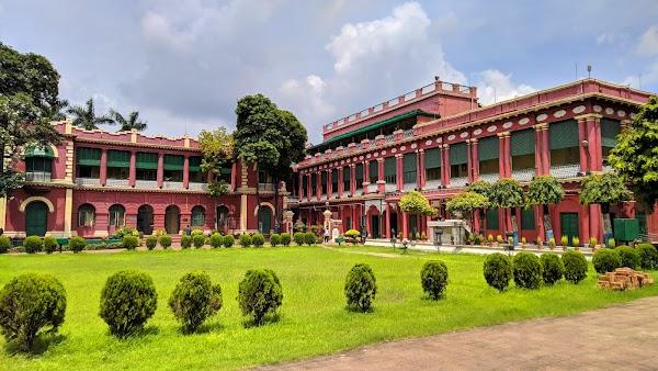 Popular tourist site জোড়াসাঁকো ঠাকুরবাড়ি in Kolkata