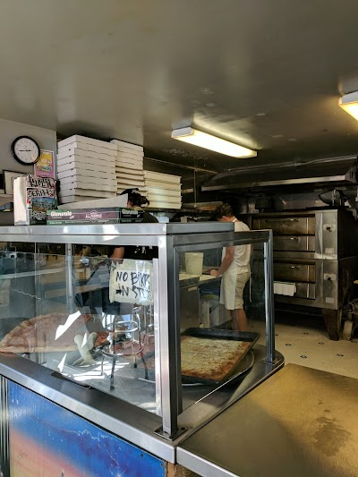 Arinell Pizza Parking - Find Cheap Street Parking or Parking Garage near Arinell Pizza | SpotAngels