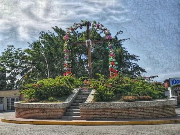 Glorieta de la Cruz Huanacaxtle