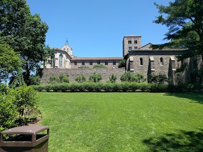 Fort Tryon Park Parking - Find Cheap Street Parking or Parking Garage near Fort Tryon Park | SpotAngels