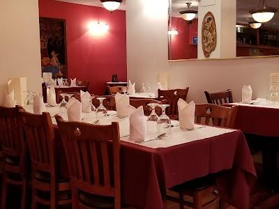 Ayna Agra Indian Restaurant Parking - Find Cheap Street Parking or Parking Garage near Ayna Agra Indian Restaurant | SpotAngels