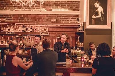 Mystic Room + Tavern Parking - Find Cheap Street Parking or Parking Garage near Mystic Room + Tavern   SpotAngels