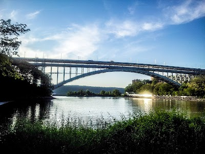 Inwood Parking - Find the Cheapest Street Parking and Parking Garage near Inwood | SpotAngels
