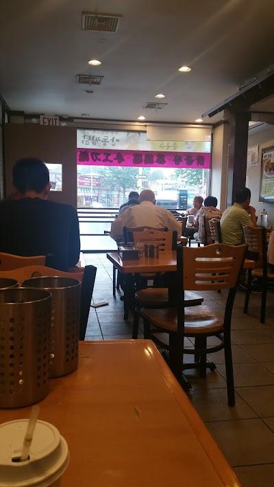 Arirang Restaurant Parking - Find Cheap Street Parking or Parking Garage near Arirang Restaurant | SpotAngels