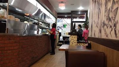 Aychung Noodles Parking - Find Cheap Street Parking or Parking Garage near Aychung Noodles | SpotAngels