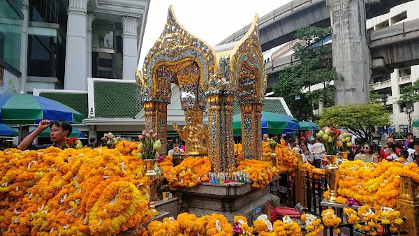 Popular tourist site ศาลท้าวมหาพรหม Erawan Shrine in Bangkok