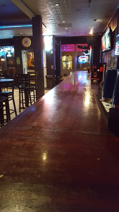 Horizon Restaurant And Lounge Parking - Find Cheap Street Parking or Parking Garage near Horizon Restaurant And Lounge | SpotAngels