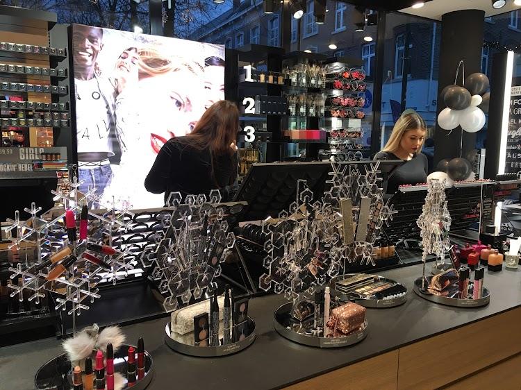 Benefit Cosmetics Browbar Lounge Roermond