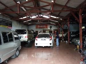Eka Motor Service Car