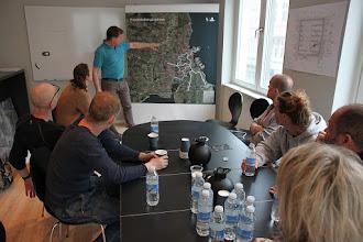Photo: Introduktion til byggepladsen af Henrik Greve i kontorer i nabobygning til byggeriet med adresse på St. Kongensgade.