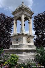 Photo: Monument avec un buste en bronze sculpté par Henri Michel Antoine Chapu et réalisé par Barbedienne. Ce monument est situé place de la République à Briare.