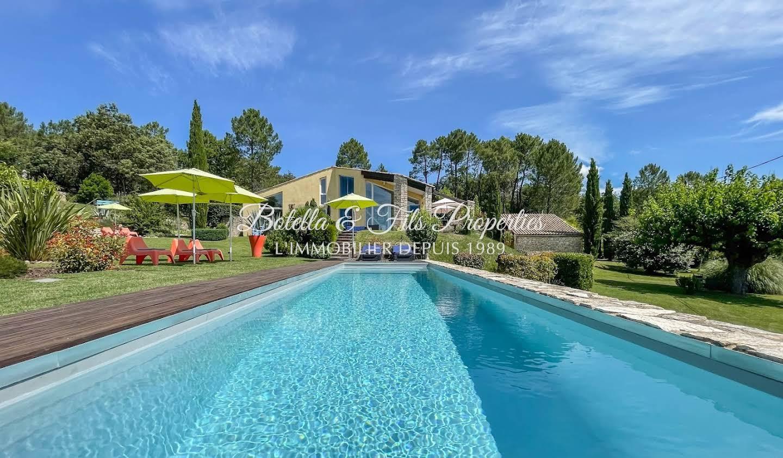 Maison avec piscine et terrasse Barjac