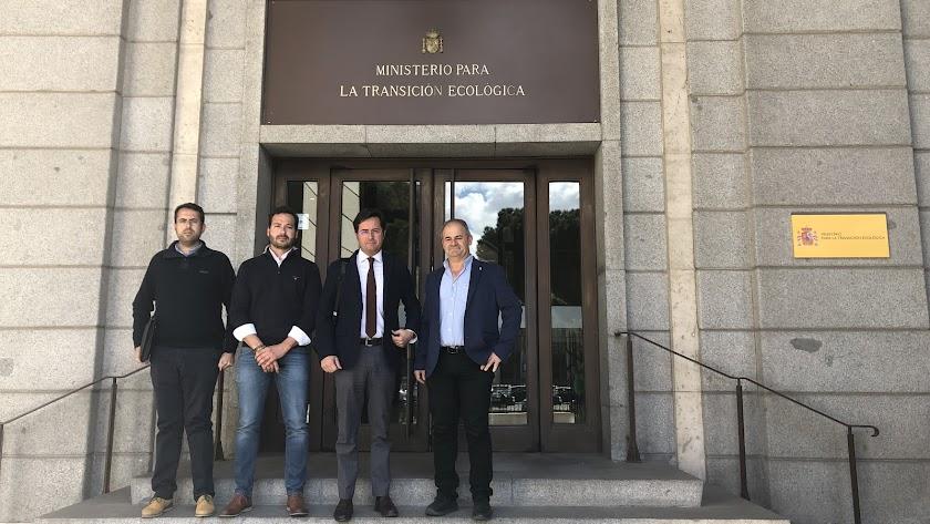 Alcalde, presidente de la Junta Local y miembros de la Plataforma en Madrid.