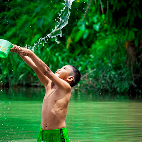 by Kesuma Wijaya - Babies & Children Children Candids ( sumatera, asahan, play.water, river )