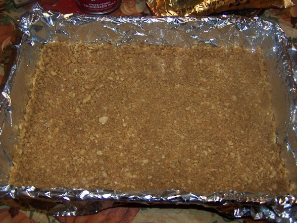 Combine graham crackers and butter in small bowl. Press into bottom of prepared pan.