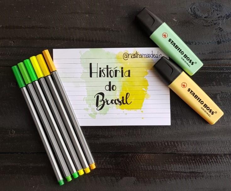 Fotografia com canetas, marca texto e um esquema em colorido com o título História do Brasil.