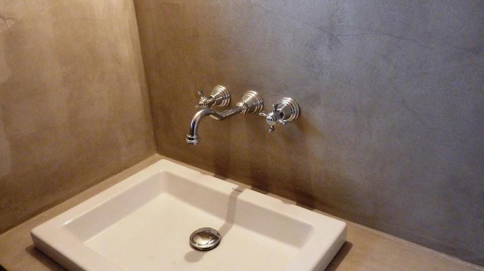 Le Béton Ciré prend place dans les salles de bain design