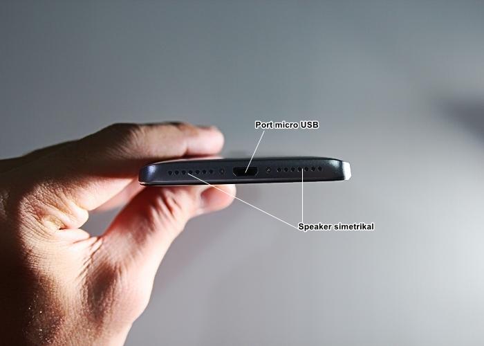 Port micro USB dan Speaker
