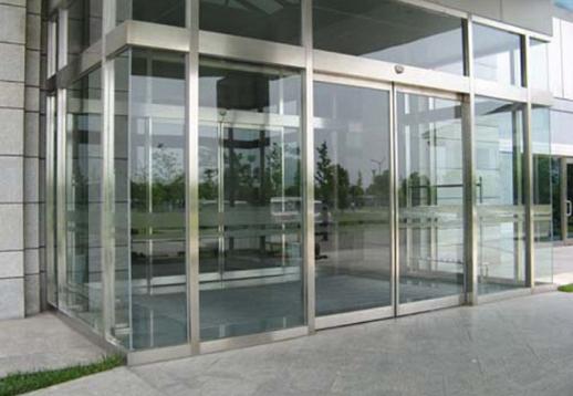 Cửa tự động kết hợp với cửa thủy lực