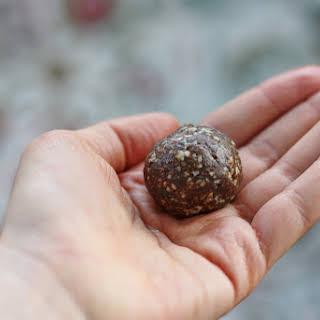 Raisin Almond Balls with Blackstrap Molasses (high raw, vegan, gluten free, soy free).