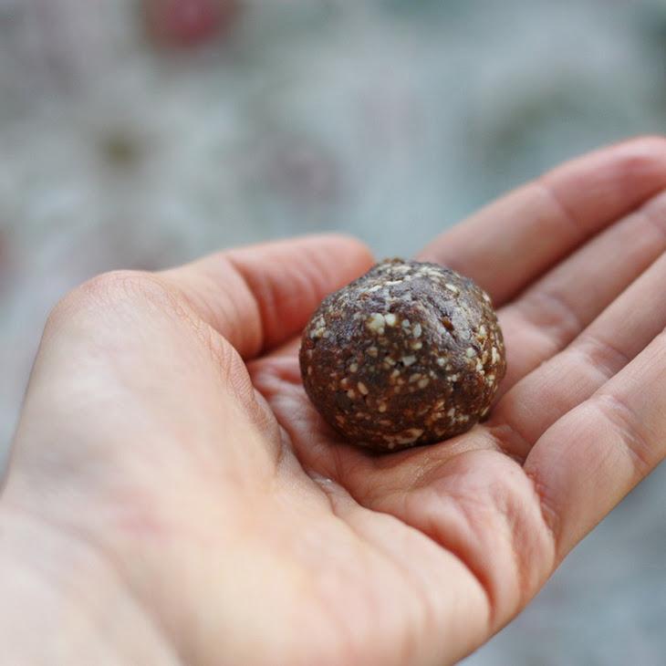Raisin Almond Balls with Blackstrap Molasses (high raw, vegan, gluten free, soy free)