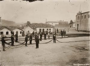 Photo: Recollendo as redes do Xeito nos arredores da Praza de Touros.