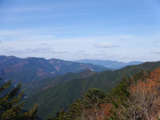 奥に三峰山